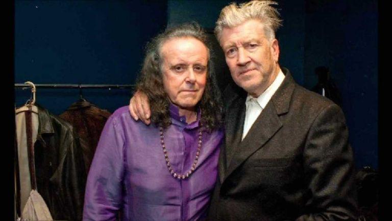 El cineasta David Lynch dirige este surrealista video musical para el músico de Folk, Donovan | Puro Show